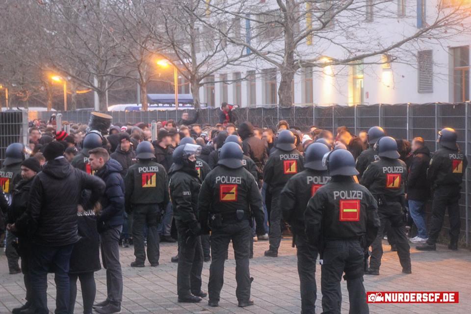 Absurditäten bei Stuttgarter Polizei reißen nicht ab: Freiburg Fan nach Strafbefehl freigesprochen